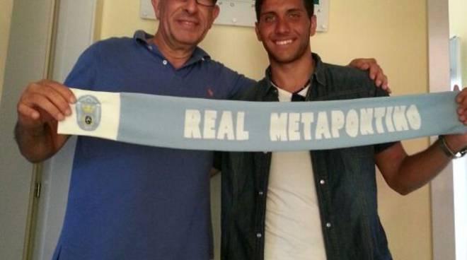 A destra il difensore Gianluca Cati