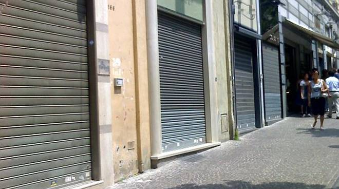 Sempre più negozi chiudono per la crisi