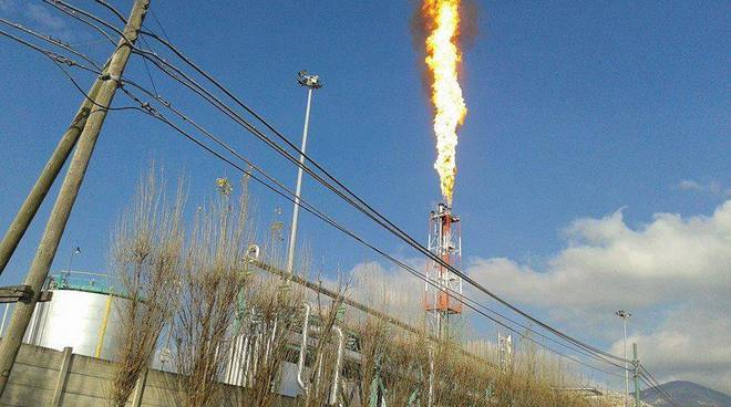 La fiammata sprigionatasi dal Centro Oli di Viggiano nel gennaio 2014