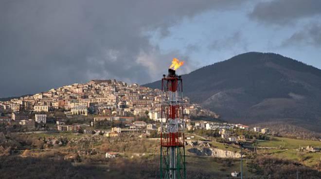 La fiammella del centro oli di Viggiano