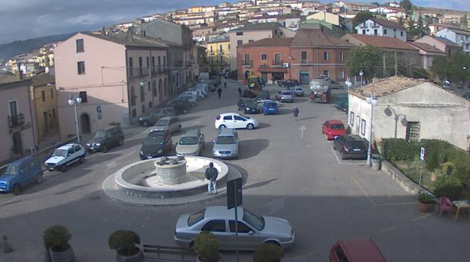 La piazza principale di Corleto Perticara