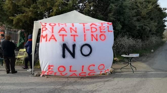 Il presidio a PIani del Mattino, Potenza (Foto pagina fb del Comitato promotore)