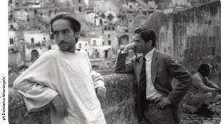 Pasolini e il protagonista del Vangelo Secondo Matteo fotografati da Notarangelo