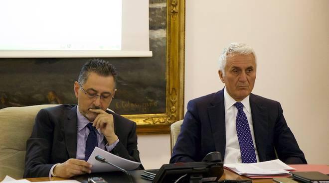 A destra, il direttore dell'Arpab Iannicelli