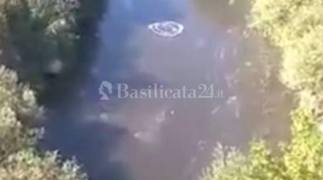 Acqua ribolle nel fiume Ofanto