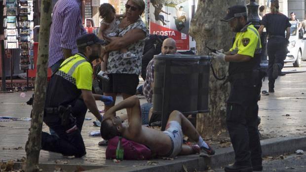Attentato a Barcellona le immagini dal web