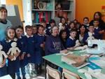 I piccoli alunni di Baragiano al lavoro per creare le Pigotte