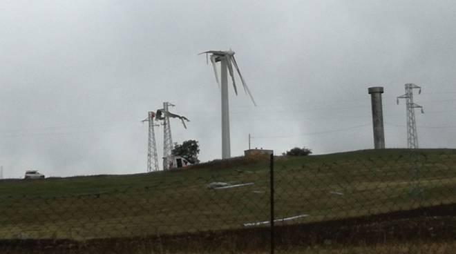 La pala eolica spezzata a Brindisi di Montagna