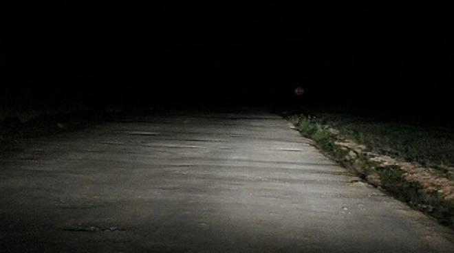 Strada poco illuminata