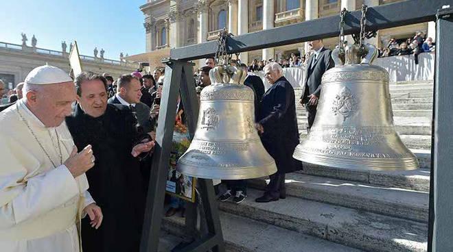 La benedizione della campane da parte di Papa Francesco