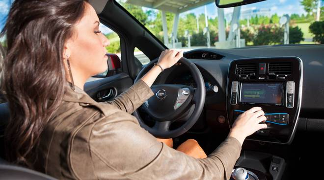 Donna alla guida