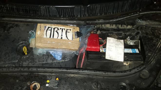 Droga nel vano motore