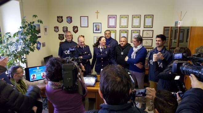 I due arrestati e la conferenza stampa alla Questura di Matera