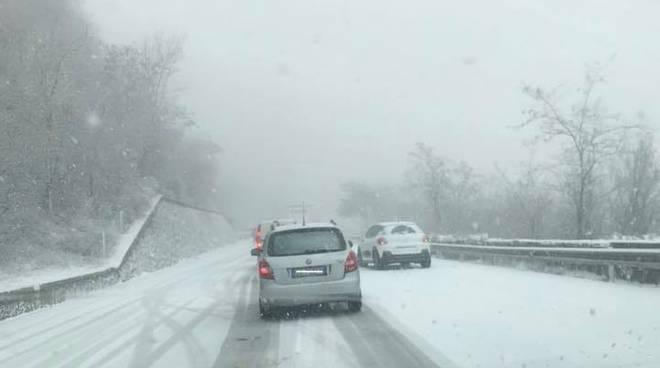 Neve sulla strada