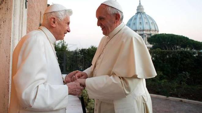 Papa Ratzinger e Papa Francesco
