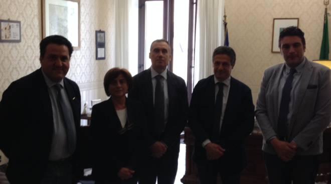 I portavoce del M5s con Prefetto di Matera, maggiore dei Carabinieri e Questore