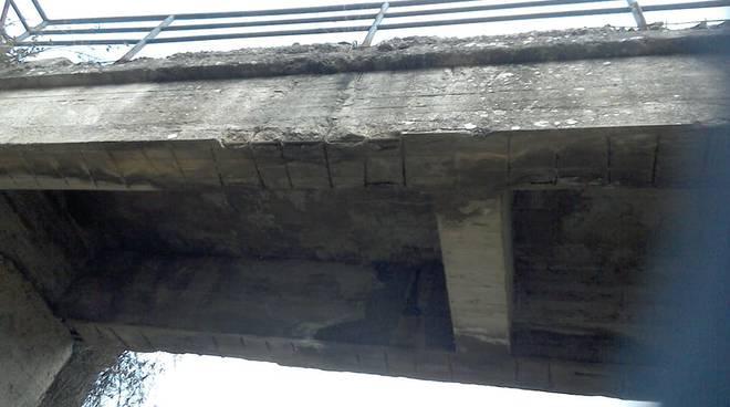 Ponti e strade disastrati