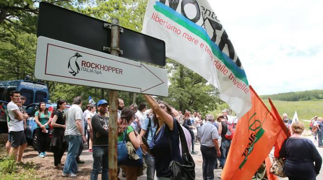 Manifestazione contro estrazioni a Brindisi di Montagna