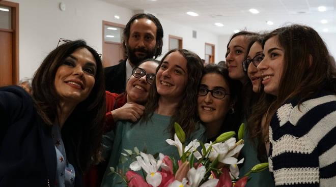Maria Grazia Cucinotta, regista Muscoso e studenti