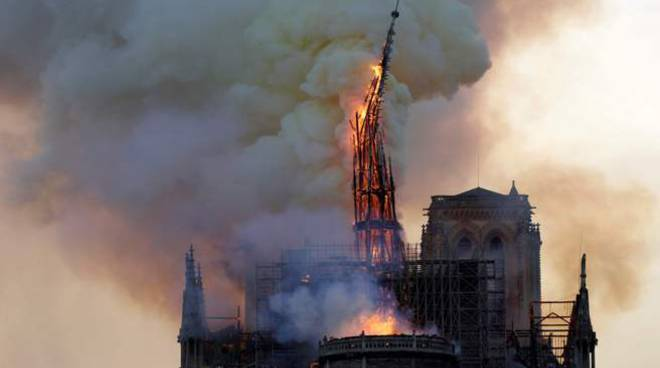 Notre Dame in fiamme
