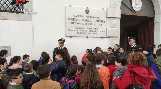 Studenti in visita Carabinieri