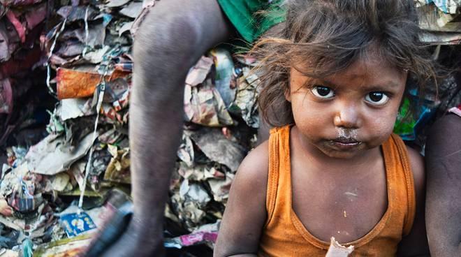 bambina povera