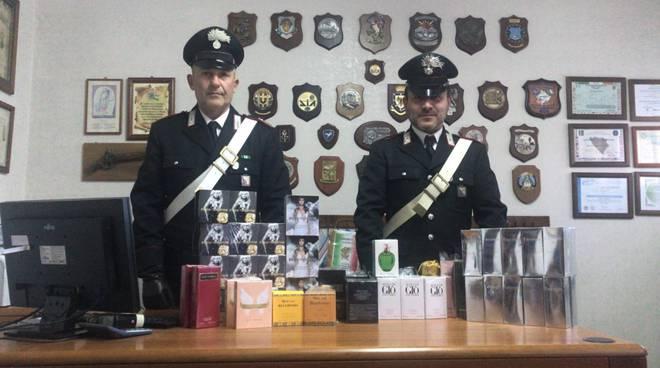 I profumi sequestrati dai carabinieri