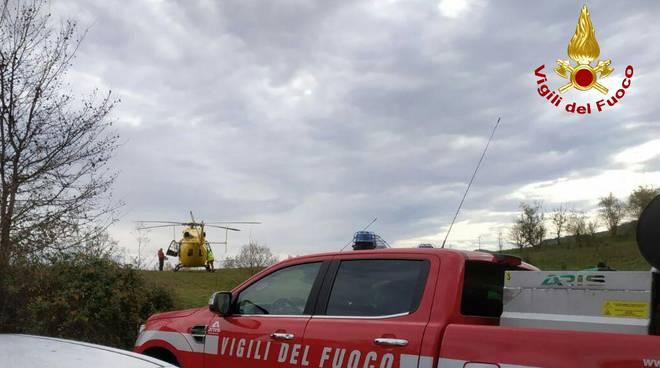 I vigili del fuoco durante i soccorsi