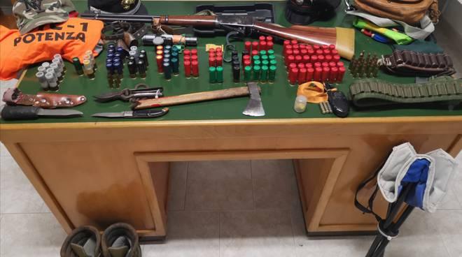 Sequestro carabina e munizioni
