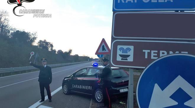 Carabinieri Rapolla durante controllo