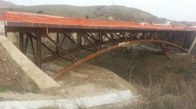 Craco, ponte crollato