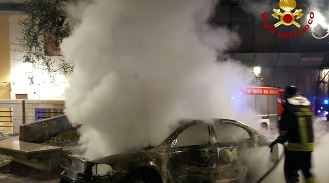 vigili del fuoco potenza incendio auto