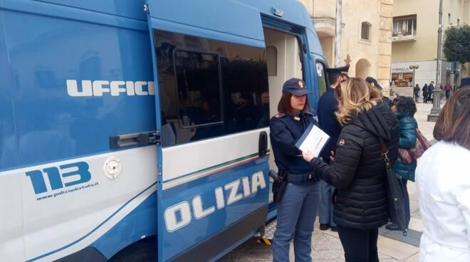 Camper della Polizia contro la violenza di genere