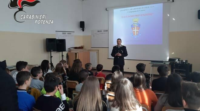 Carabinieri incontrano studenti a Venosa