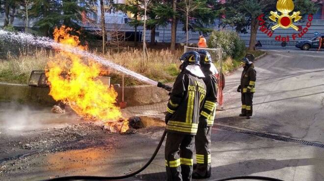 Condotta gas incendiata, intervento vigili del fuoco