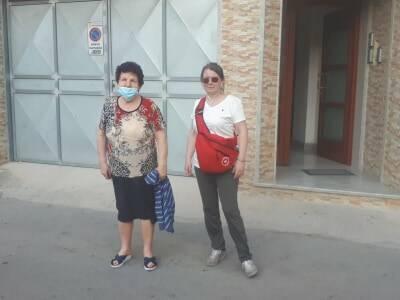 Anna Maria Caramia a piedi verso Napoli
