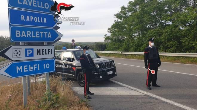 Carabinieri durante controlli stradali