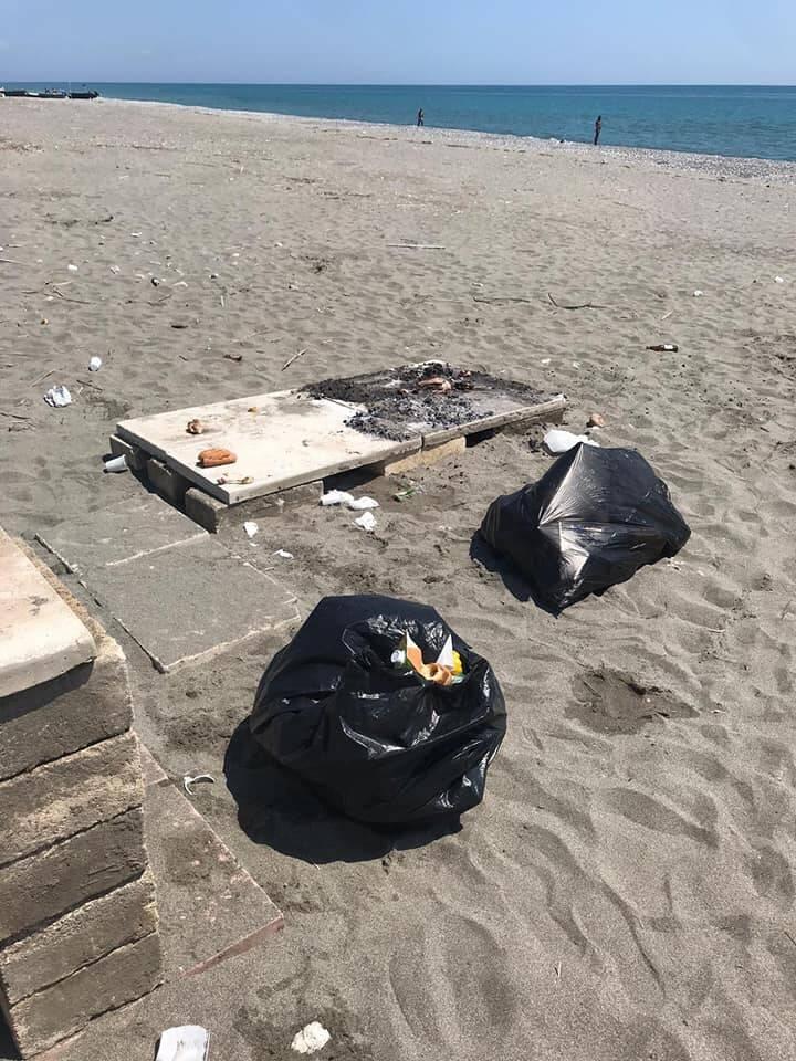 Rifiuti in spiaggia a Nova Siri