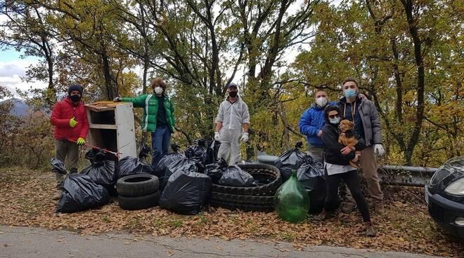 Raccolta rifiuti dei cittadini a Satriano di Lucania