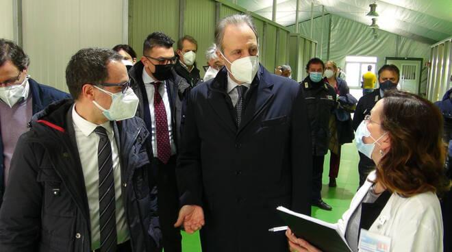 Bardi in visita all'ospedale da campo di Potenza