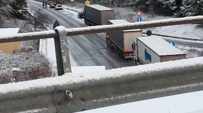 Traffico bloccato sulla Potenza-Melfi