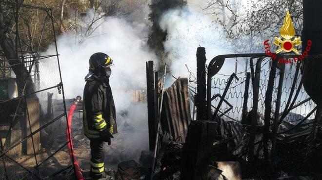 Incendio baracche a Potenza