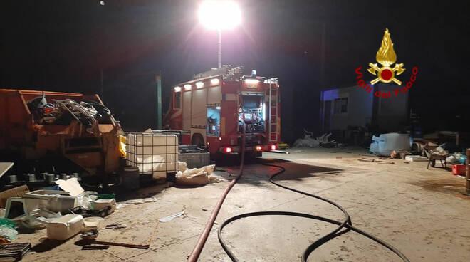 Incendio discarica Genzano di Lucania